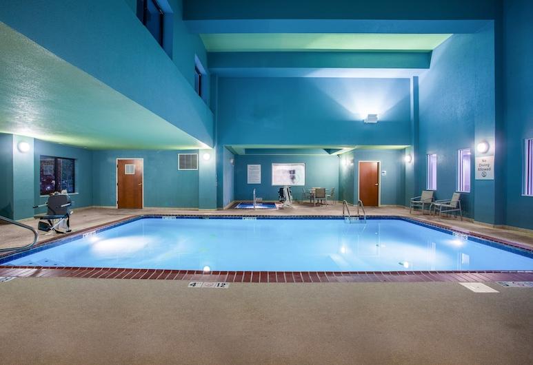 Holiday Inn Express Hotel & Suites Lewisburg, Льюїсбург, Басейн
