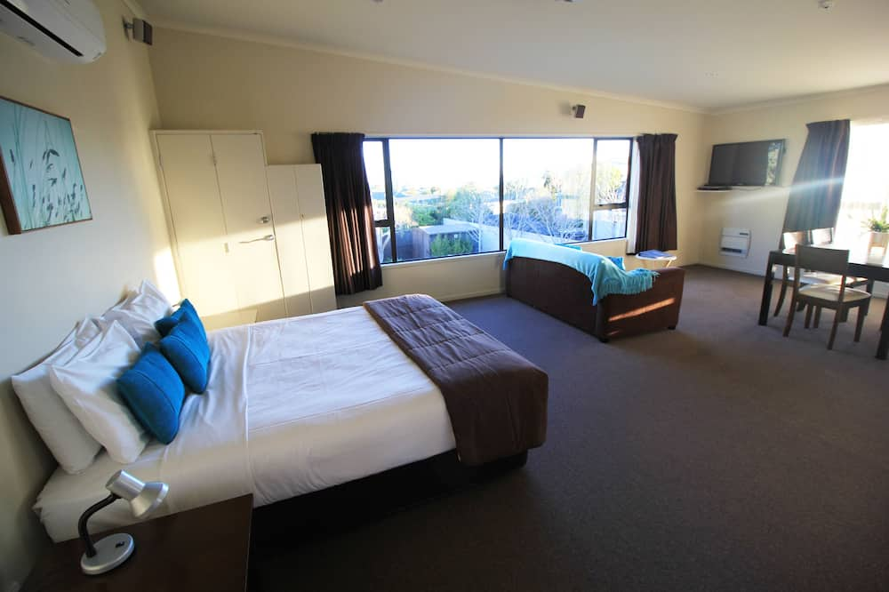 Mountain View Suite - Living Area
