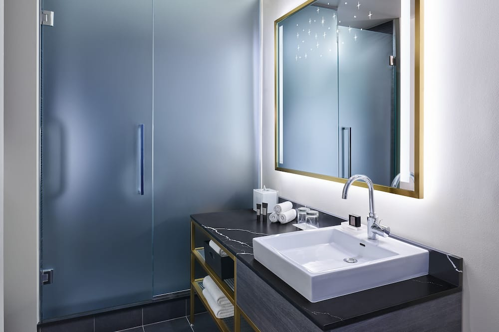 Wonderful Room, Room, 2 Queen Beds, Non Smoking - Bathroom