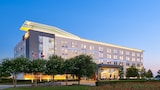 Choose This Mid-Range Hotel in Plano