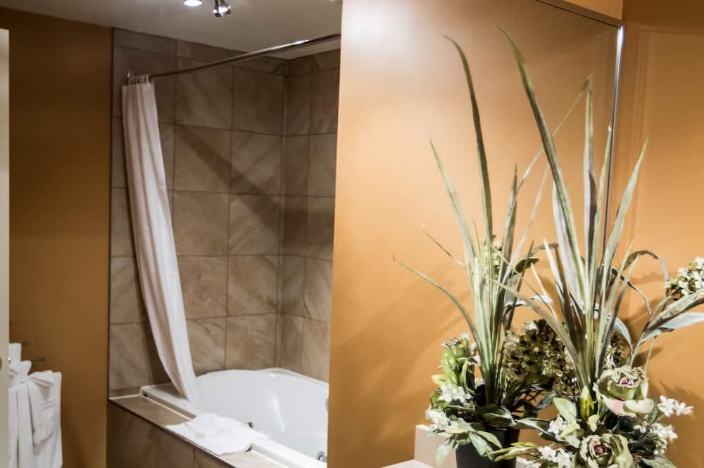 Suite Exécutive, 1 très grand lit et 1 canapé-lit, baignoire à jets - Salle de bain