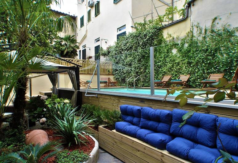 Hotel Ginori al DUOMO, Florence, Outdoor Spa Tub