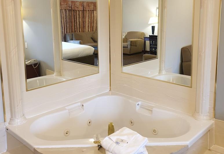 Riverland Inn & Suites, Камлупс, Номер-люкс, ванна з гідромасажем, Джакузі