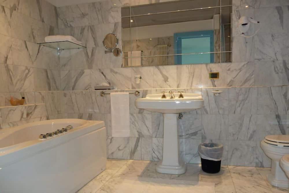 Полулюкс, 1 двуспальная кровать - Ванная комната
