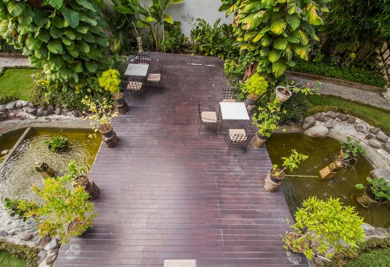Abian Biu Mansion, Kerobokana, Dārzs