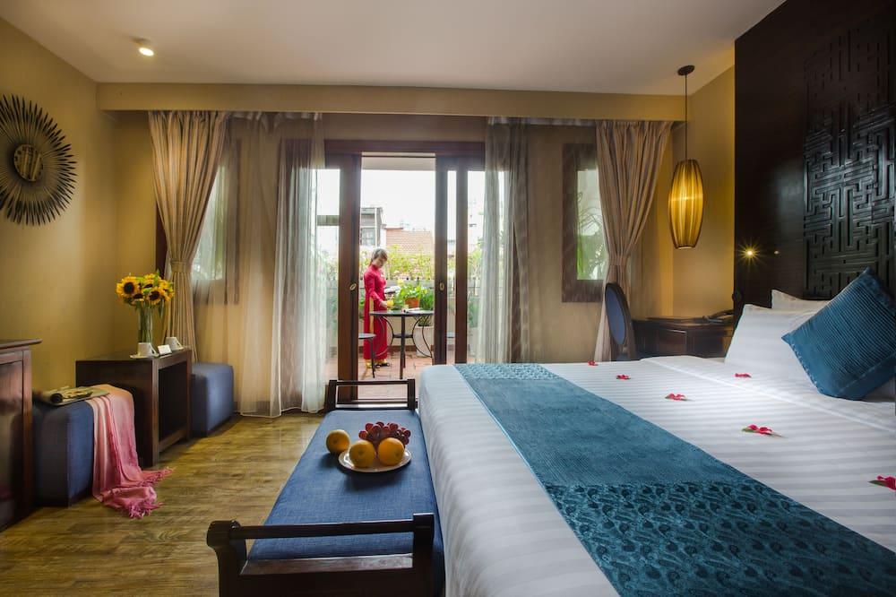 Royal Suites, big balcony - Vista strada