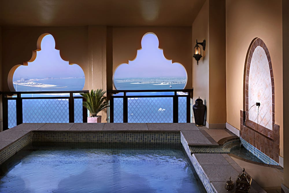 Premium 1 Bedroom Suite - Pool