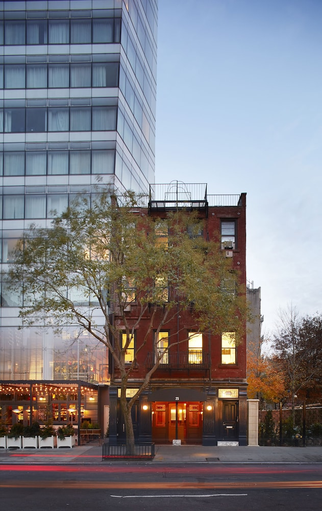 Book the standard east village in new york for Coopers east village