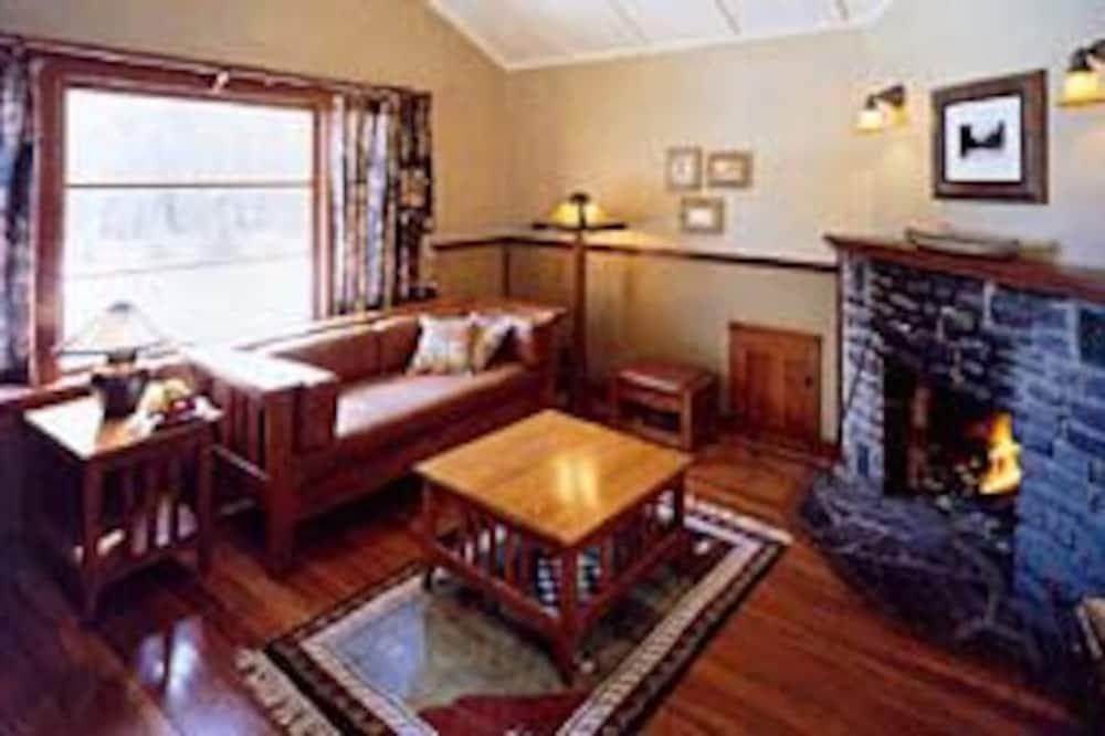 平房, 壁爐 - 客廳