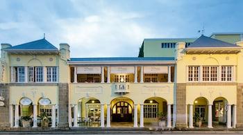 Picture of Queen's Hotel in Oudtshoorn