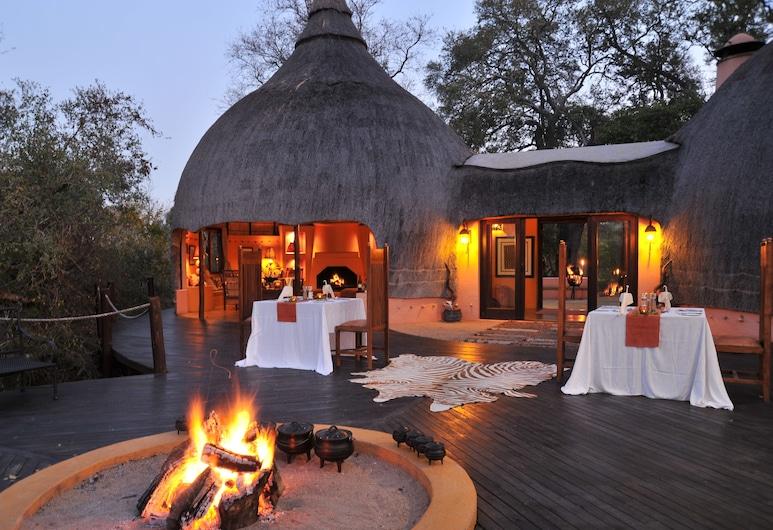 Hoyo Hoyo Safari Lodge, Kruger National Park, Dinerruimte buiten