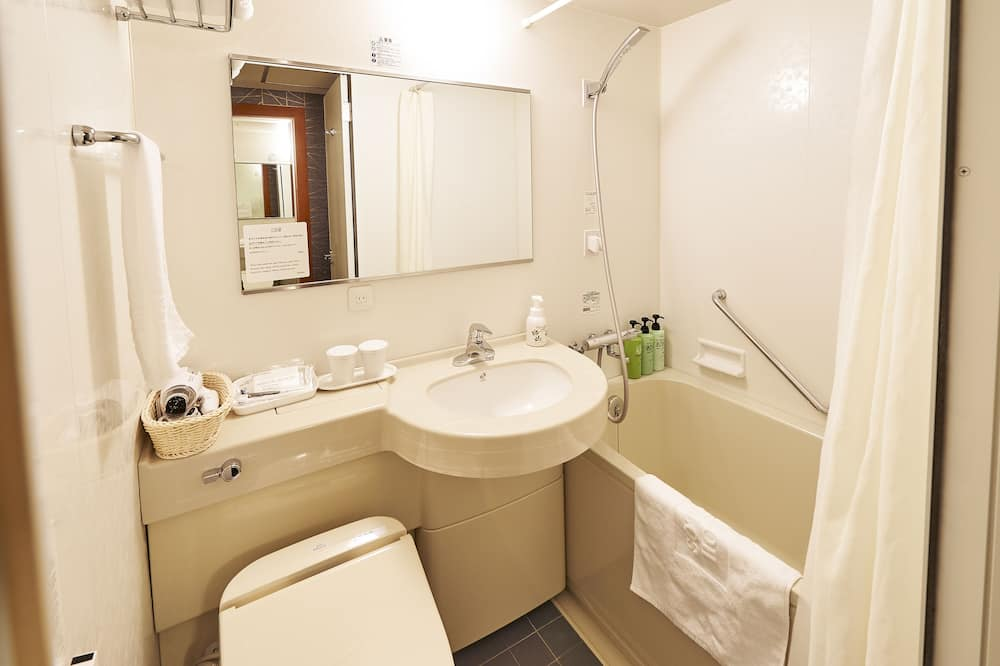 Double Room for 3 People (2 Adult and 1 Child), Non Smoking - Bathroom