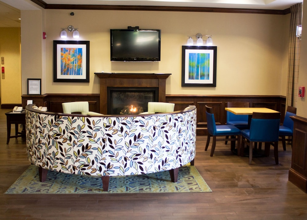 Holiday Inn Express West Jefferson Lobby