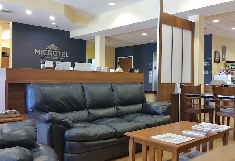 Microtel Inn & Suites by Wyndham Kearney, Kearney, Lobby Sitting Area