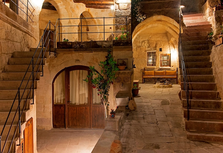 Aydinli Cave House, Nevsehir, Halaman