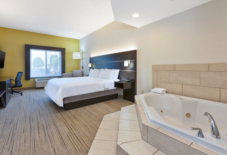 Holiday Inn Express Hotel & Suites Cleveland - Richfield, an IHG Hotel, Richfield, Suite, 1 King Bed, Non Smoking (Whirlpool), Guest Room