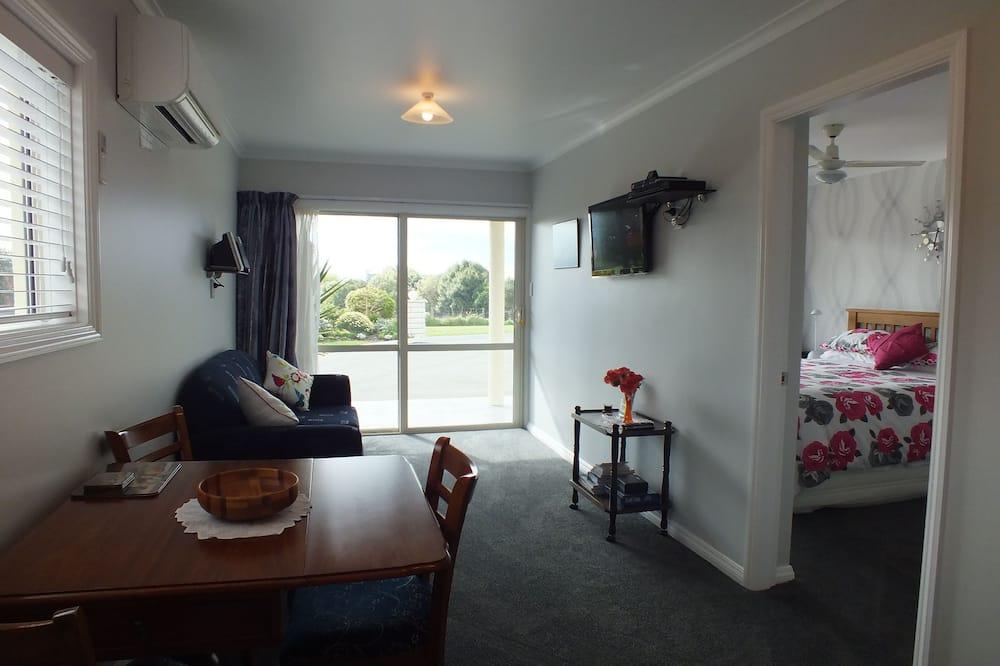 Apartamentai su patogumais, 1 miegamasis, vaizdas į kalnus, pirmas aukštas - Svetainė