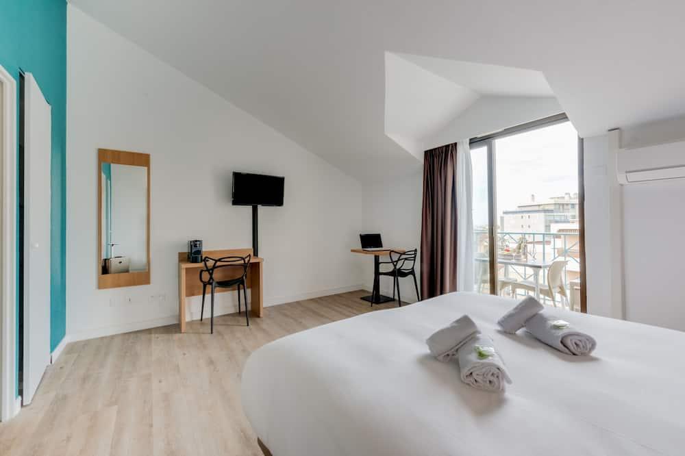 Studio, 1 Queen Bed, Balcony - Room