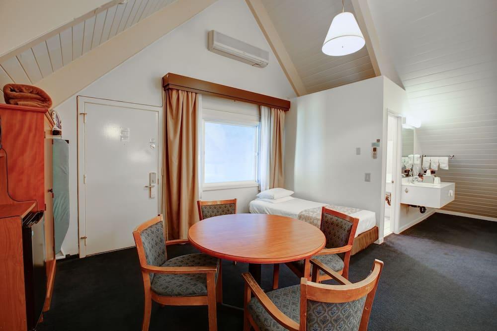 Værelse til 4 personer - flere senge - Spisning på værelset