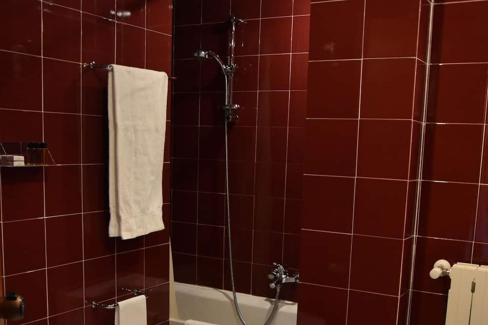 Quad Room - Bathroom