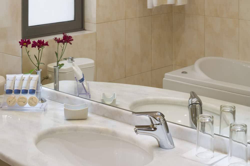 Dvivietis kambarys verslo klientams - Vonios kambarys