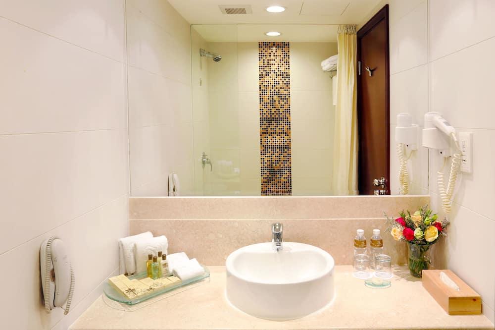 Elite Room, 2 Twin Beds - Bathroom