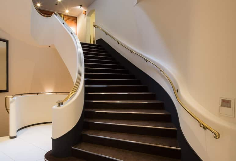 Ginza Grand Hotel, Tokió, Lépcső