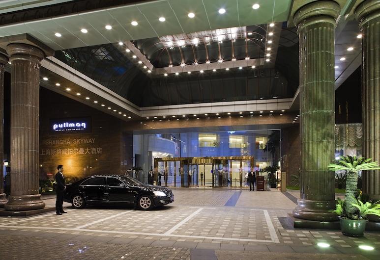 Pullman Shanghai Skyway, Šanghaj, Vchod do hotela