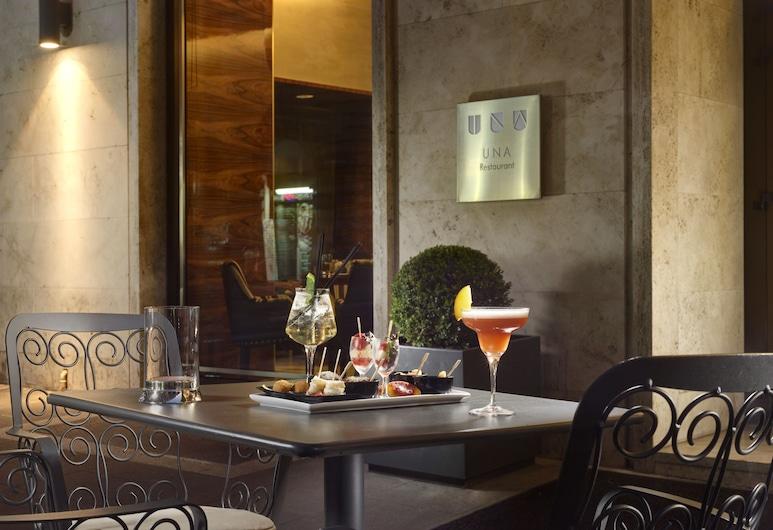 โรงแรมอูนา เดโค โรมา, โรม, บาร์ของโรงแรม