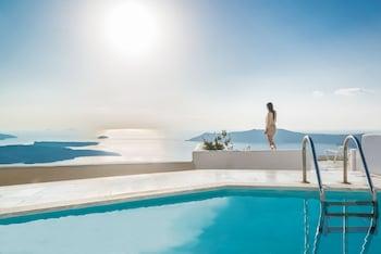 Choose This Luxury Hotel in Santorini