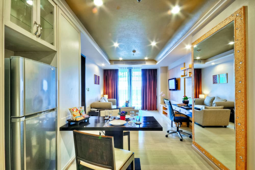 Complimentary upgrade Grand One Bedroom Suites to Admiral One Bedroom Suites - Living Room