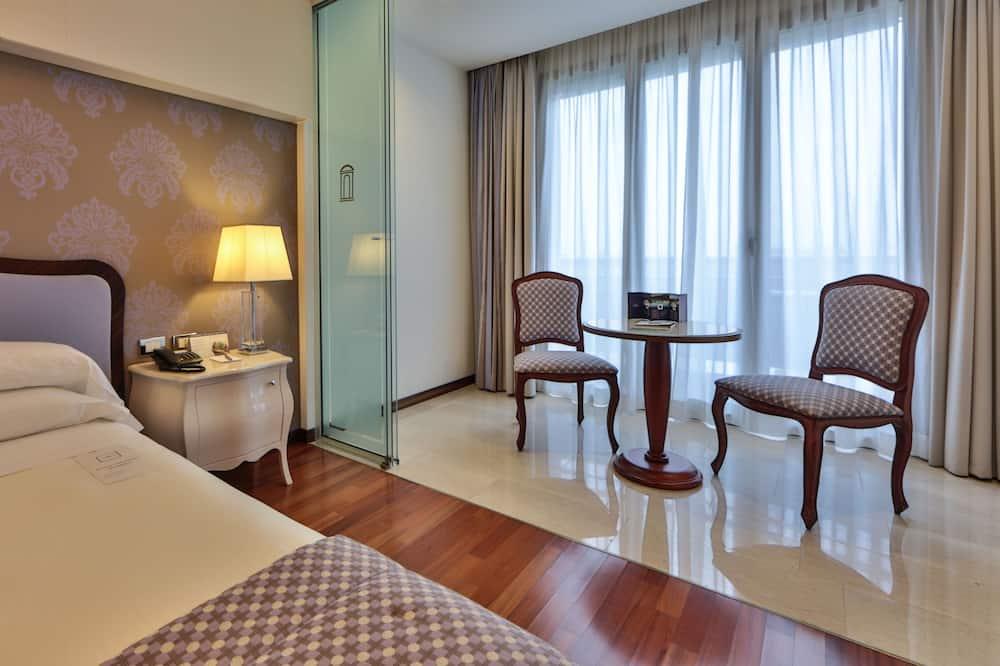 Luksusa numurs, 1 divguļamā karalienes gulta un dīvāngulta, stūris - Dzīvojamā zona