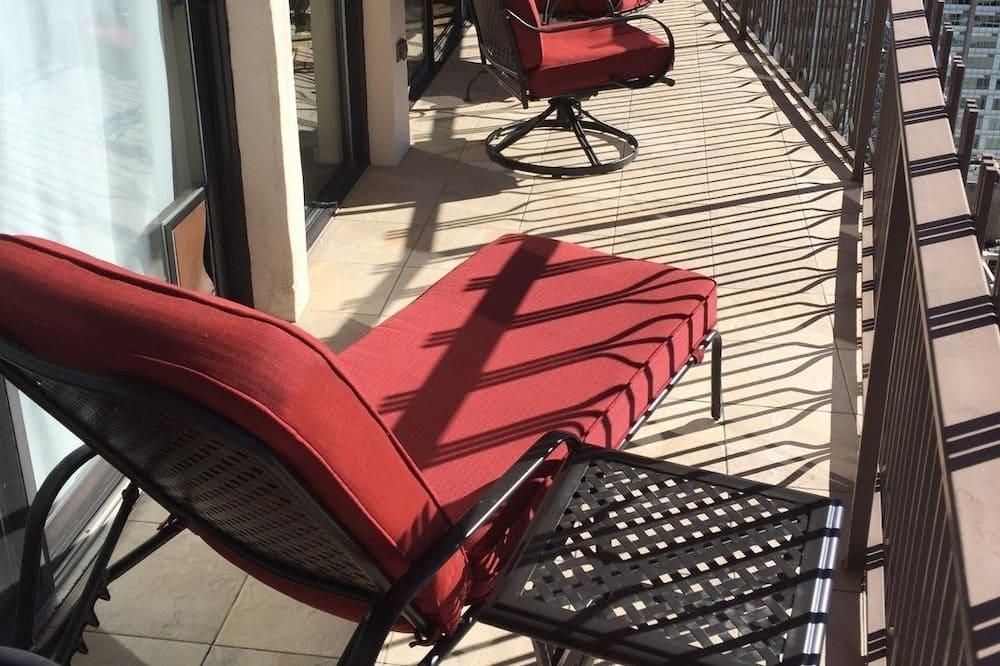Premium, 1 King Bed, 1 Queen Air Bed, 2 Bath, Balcony, Kitchen - リビング エリア