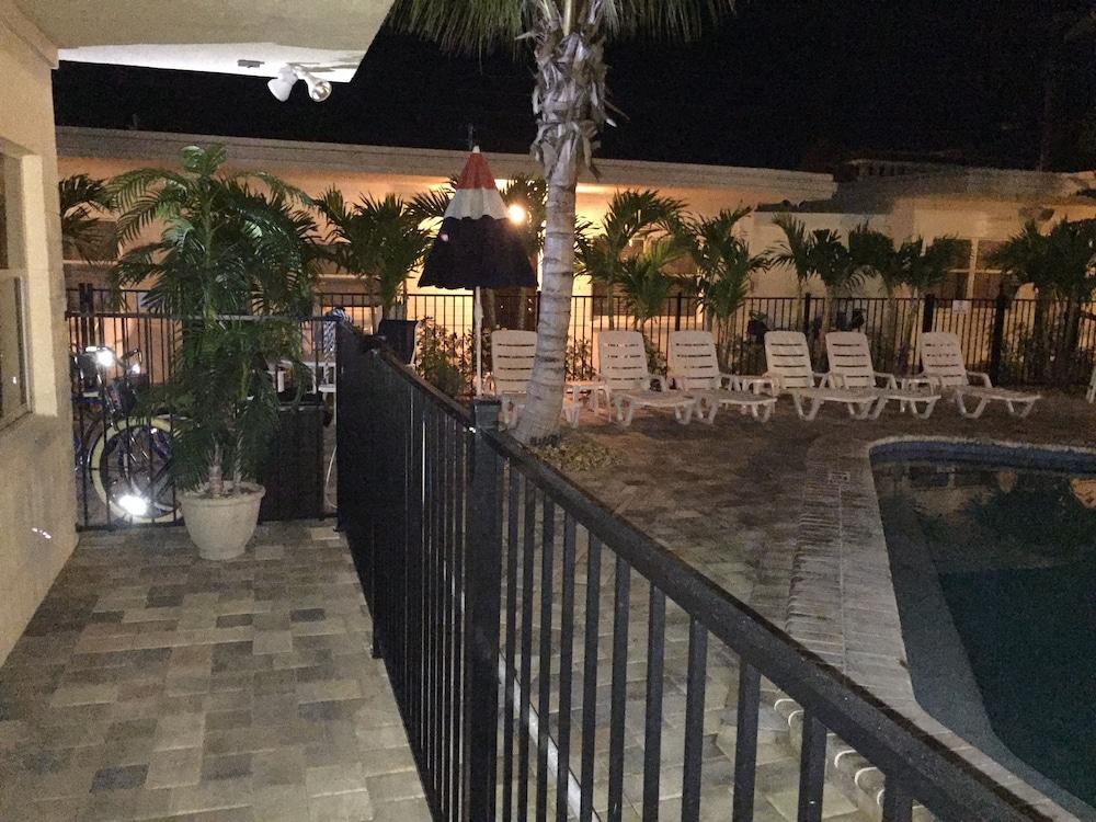 entretenimiento para adultos en Delray Beach, FL