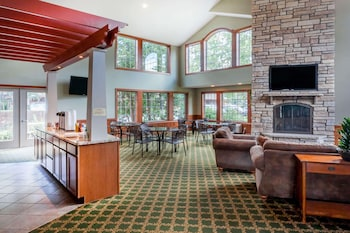 Фото Howard Johnson by Wyndham Traverse City у місті Траверс-Сіті