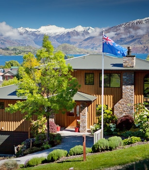 Picture of Wanaka Springs Lodge in Wanaka