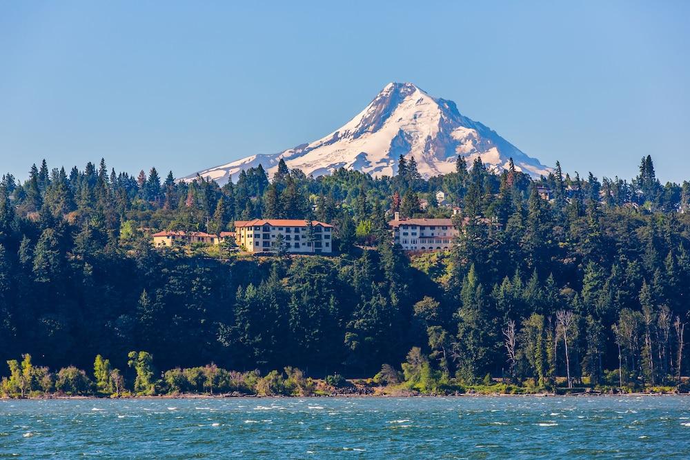 Columbia Cliff Villas Hotel Hood River