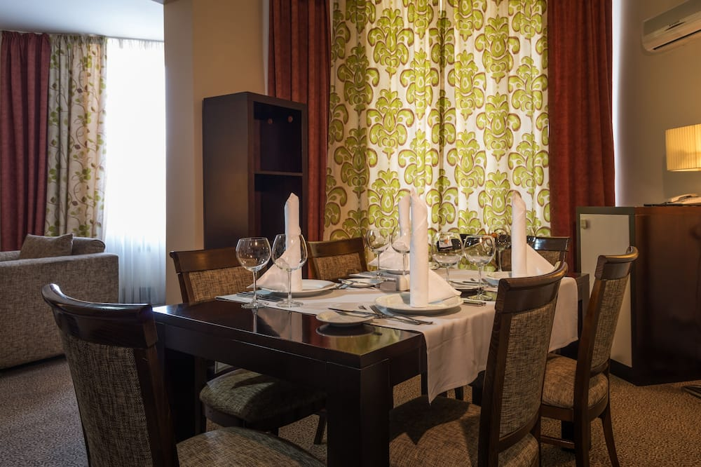 Suite (King) - In-Room Dining