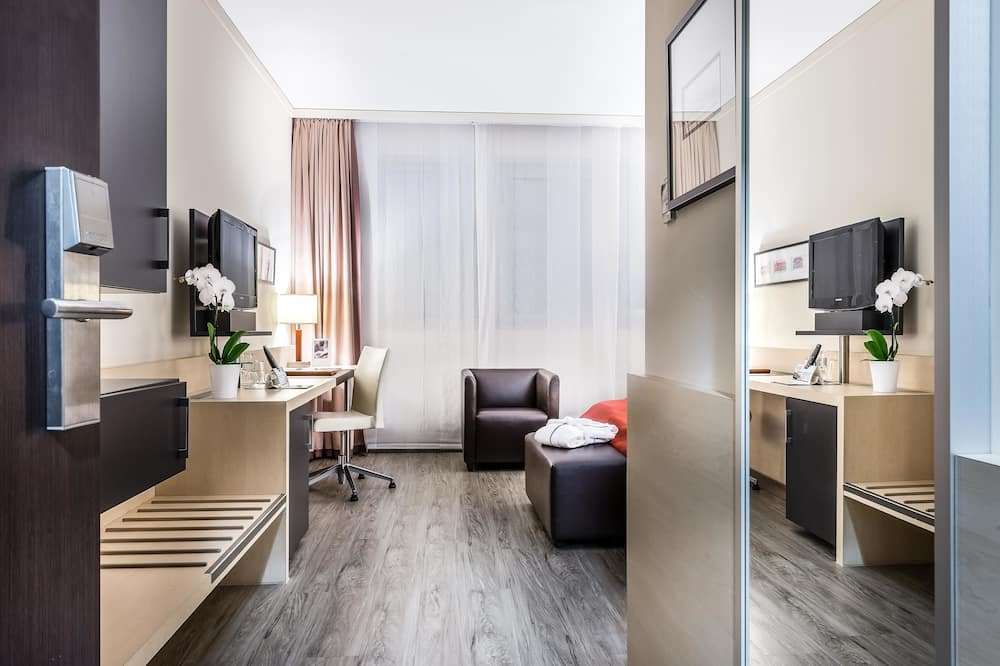 Suite, 2 Twin Beds, Bathtub - Guest Room