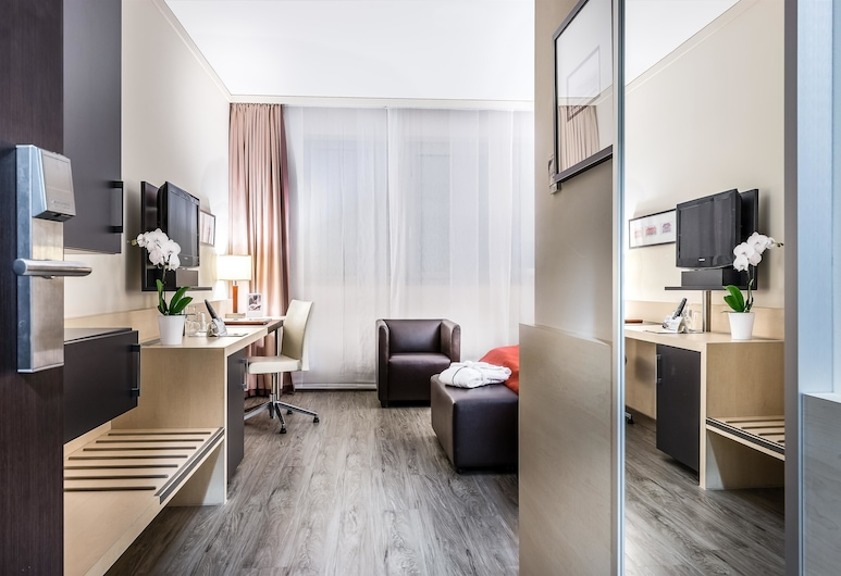 Best Western Premier Novina Hotel Regensburg, Regensburg, Suite, 2 Single Beds, Bathtub, Guest Room