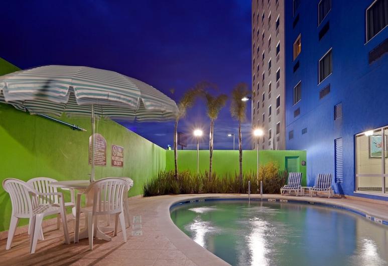 Holiday Inn Express Toluca Zona Aeropuerto, Toluca, Pool