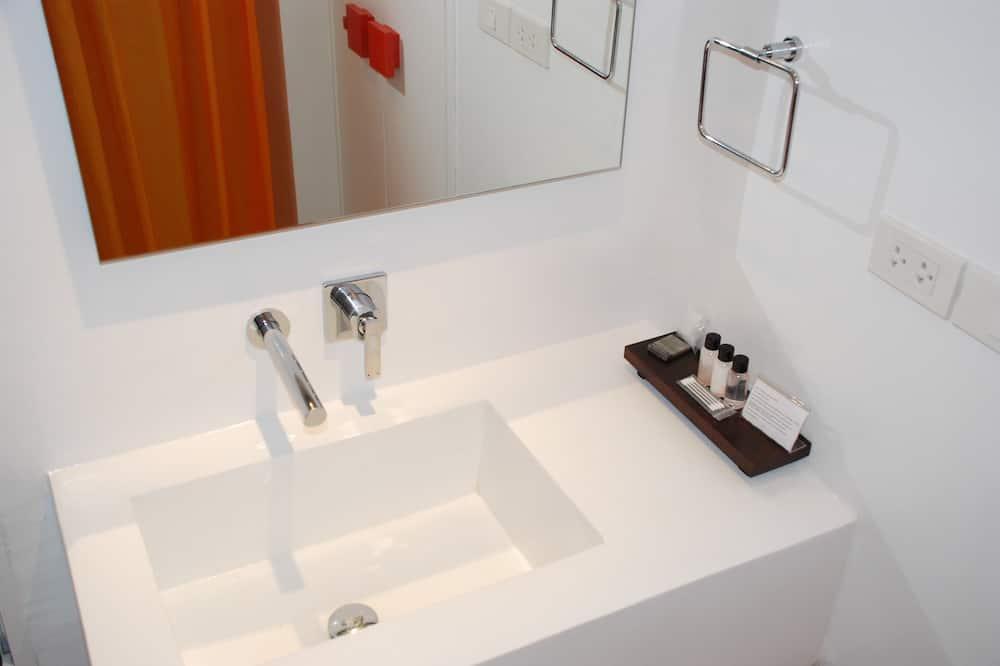 Superior Room, 2 Single Beds (CLASSIC Room) - Bathroom Sink