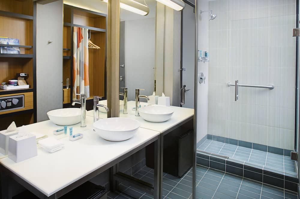aloft - City-værelse - 2 queensize-senge - ikke-ryger - byudsigt - Badeværelse
