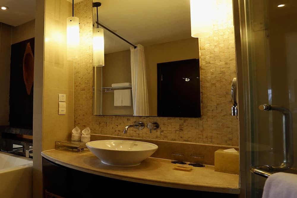 2 Twin Bed Leisure Smoking Room - Bathroom