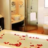 Honeymoon Room, 1 King Bed, Smoking, Sea View - Bathroom