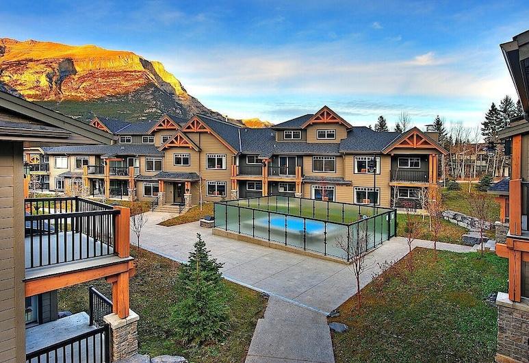 Copperstone Resort , Dead Man's Flats, Exterior