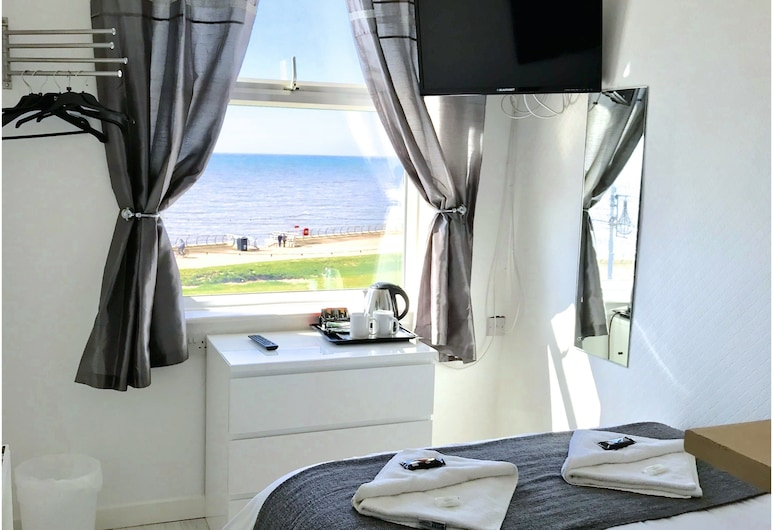 The Sandford Promenade Hotel, Blackpool, Double Room, Ensuite, Sea View, Guest Room