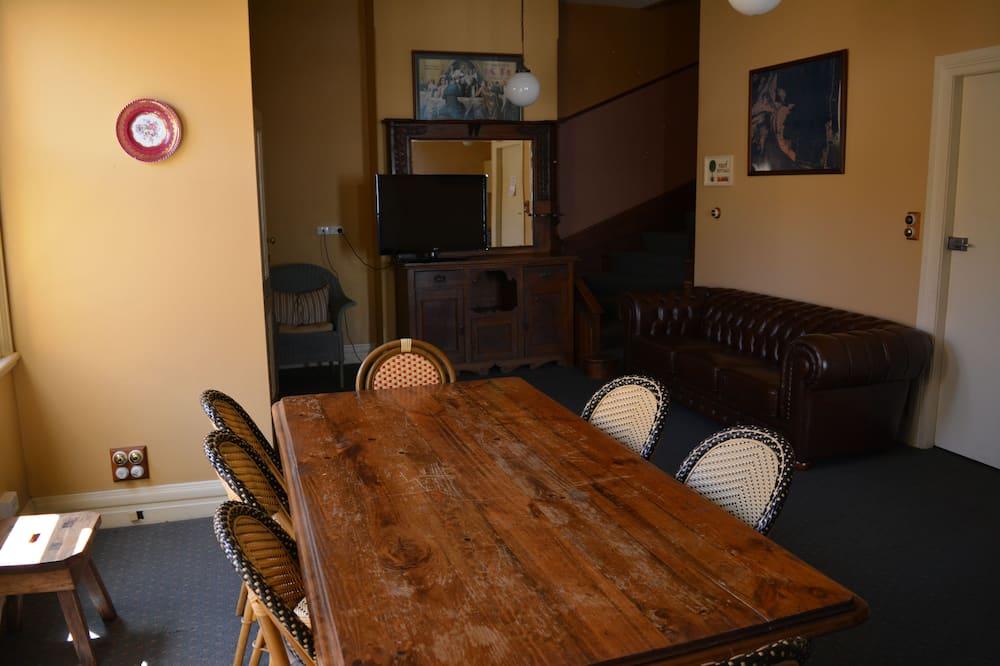 Familiekamer, en-suite badkamer - Eetruimte in kamer