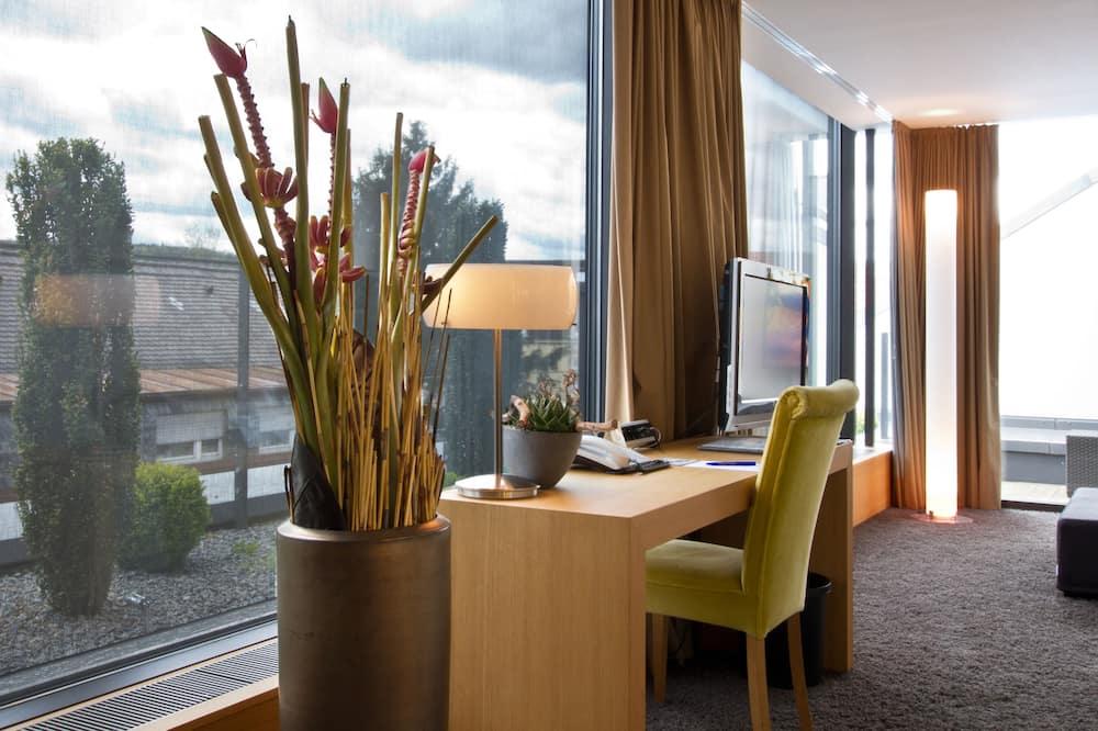 Deluxe Suite, 1 Bedroom, Annex Building - Living Area