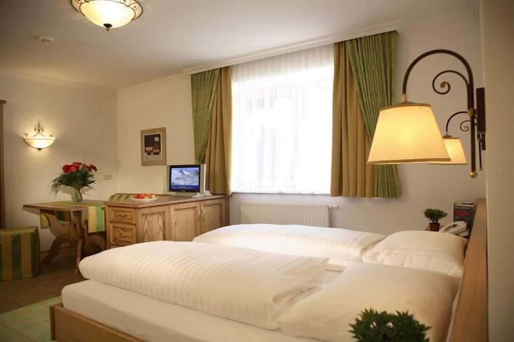 Superior Tek Büyük Yataklı Oda, Balkon, Dağ Manzaralı - Banyo